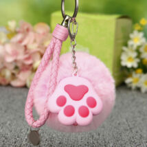 Pomponos tappancsos kulcstartó - pink